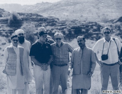 9-11 crimes 2 isi_and_cia_directors_in_mujahideen_camp1987