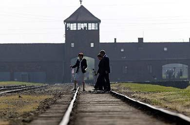 bush-at-auschwitz-fr-doc-842-1f0961